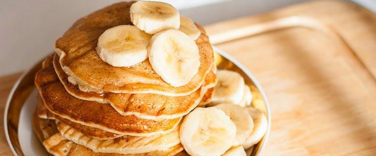 Moederdag ontbijt: Bananenpannenkoekjes met kokos