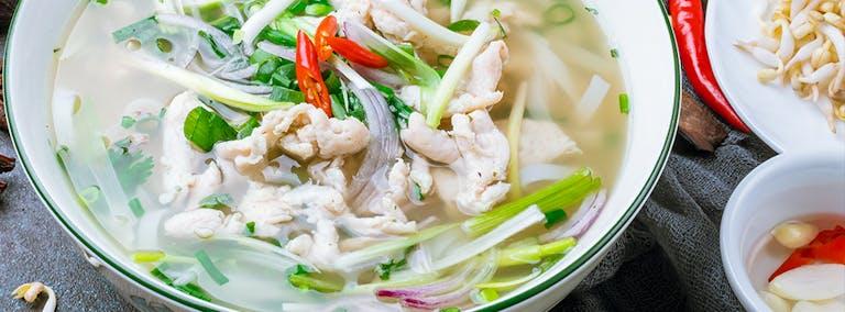 Makkelijke Maandag: Thaise noedelsoep met kip