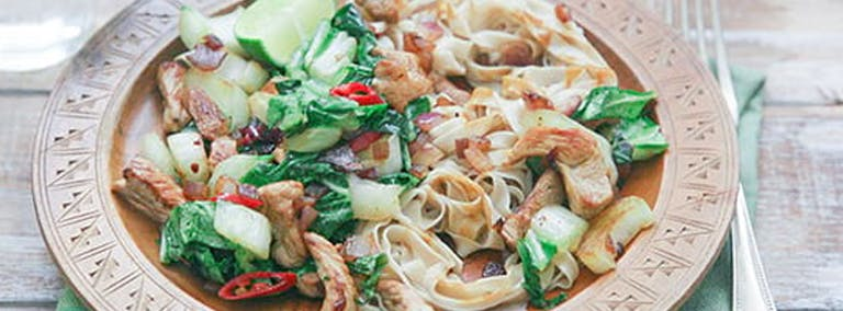 Makkelijke Maandag: Noedels met varkensvlees en paksoi