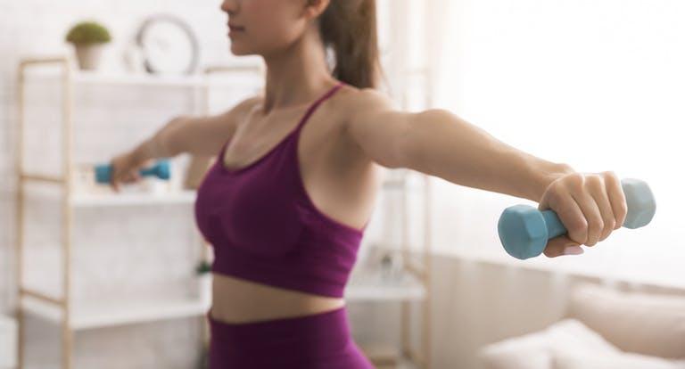 Thuis je biceps trainen? Zo pak je dat aan!
