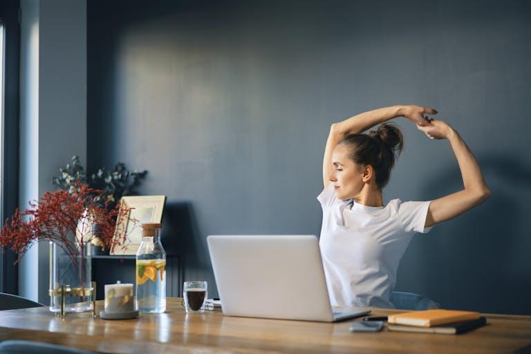 Fit achter je bureau: 4 tips