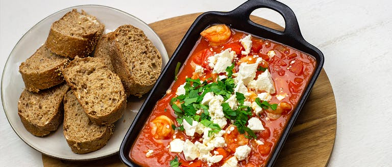 Recept: Garnalen in tomatensaus met feta en peterselie